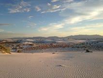 Puesta del sol en las arenas blancas Imágenes de archivo libres de regalías