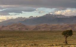 Puesta del sol en las grandes dunas de arena Imagen de archivo libre de regalías