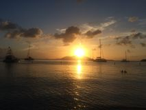 Puesta del sol en las islas fotos de archivo