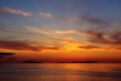 Puesta del sol en las islas eólicas Imagen de archivo