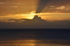 Puesta del sol en las Islas Fiji fotografía de archivo