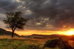 Puesta del sol en las montañas de Bulgaria Foto de archivo