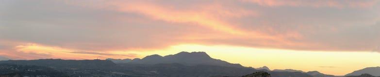 Puesta del sol en las montañas de Elche Imagen de archivo libre de regalías