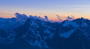 Puesta del sol en las montañas de Italia, Gran Paradiso foto de archivo libre de regalías