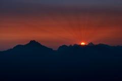 Puesta del sol en las montañas de la montaña en Austria Fotografía de archivo