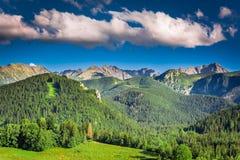 Puesta del sol en las montañas de Tatra en verano Foto de archivo libre de regalías