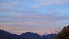 Puesta del sol en las montañas Lapso de tiempo 4K
