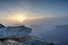 Puesta del sol en las montañas omaníes imágenes de archivo libres de regalías
