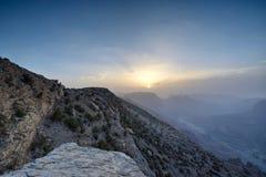 Puesta del sol en las montañas omaníes foto de archivo libre de regalías