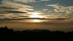 """Puesta del sol en las montañas Pilsko Una montaña en ywiec Beskids del Å"""" eslovaquia europa fotos de archivo"""