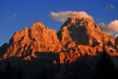 Puesta del sol en las montañas rugosas de Teton Imágenes de archivo libres de regalías