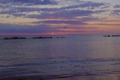 Puesta del sol en las nubes del mar Fotografía de archivo libre de regalías