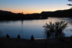 Puesta del sol en las piscinas del hipopótamo, Namibia Foto de archivo