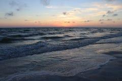 Puesta del sol en las playas en el paso la Florida de Juan fotografía de archivo libre de regalías