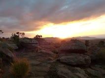 Puesta del sol en las rocas fotos de archivo libres de regalías