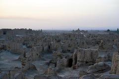 Puesta del sol en las ruinas antiguas de Jiaohe, Turpan, China foto de archivo libre de regalías