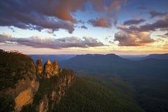 Puesta del sol en las tres hermanas de Echo Point, parque nacional de las montañas azules, NSW, Australia Imagen de archivo libre de regalías