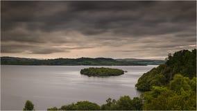 Puesta del sol en Loch Lomond - Escocia Fotografía de archivo