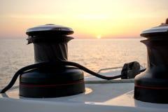 Puesta del sol en los barcos de navegación Imágenes de archivo libres de regalías