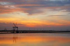 Puesta del sol en los campos de la sal Fotografía de archivo libre de regalías