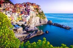 Puesta del sol en Manarola, Cinque Terre, Italia Foto de archivo