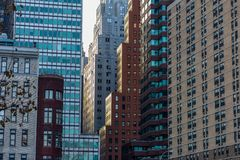 Puesta del sol en Manhattan céntrica fotos de archivo