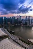 Puesta del sol en Marina Bay, Singapur imagen de archivo libre de regalías