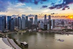 Puesta del sol en Marina Bay, Singapur fotografía de archivo