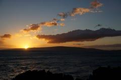 Puesta del sol en Maui, Hawaii Imagen de archivo