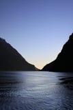 Puesta del sol en Milford Sound Foto de archivo libre de regalías