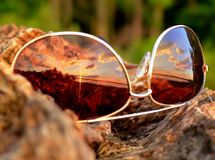 Puesta del sol en mis vidrios fotos de archivo libres de regalías
