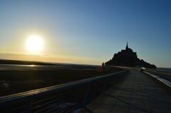 Puesta del sol en Mont-Santo-Miguel en Francia Foto de archivo libre de regalías