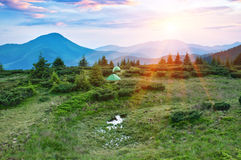 Puesta del sol en montaña Imagen de archivo