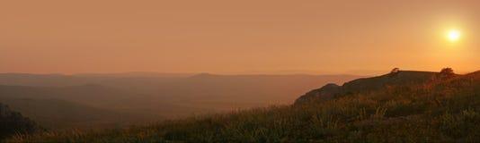Puesta del sol en montaña Foto de archivo libre de regalías