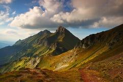 Puesta del sol en montañas Imagenes de archivo