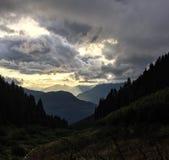 Puesta del sol en montañas Imagen de archivo