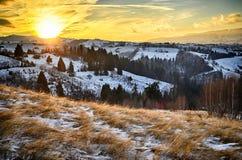 Puesta del sol en montañas cárpatas Fotografía de archivo libre de regalías