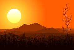 Puesta del sol en montañas Foto de archivo libre de regalías