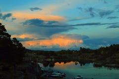 Puesta del sol en Noruega Imagen de archivo libre de regalías