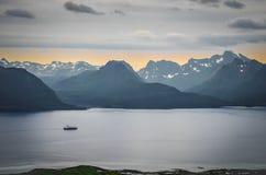 Puesta del sol en Noruega septentrional Foto de archivo libre de regalías