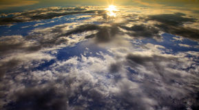 Puesta del sol en nubes Fotos de archivo libres de regalías