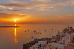 Puesta del sol en Oia en Santorini Imagen de archivo libre de regalías