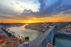 Puesta del sol en Oporto Imagen de archivo libre de regalías