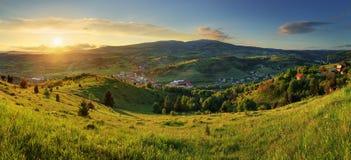 Puesta del sol en paisaje de las montañas Polana - Eslovaquia Imagen de archivo