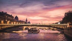 Puesta del sol en París foto de archivo