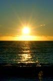 Puesta del sol en paraíso imagenes de archivo
