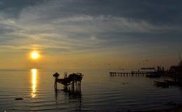 Puesta del sol en pequeño puerto Fotos de archivo