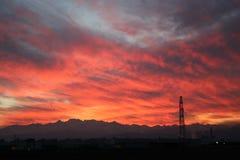 Puesta del sol en Pinerolo Turín, Piamonte, Italia Fotos de archivo
