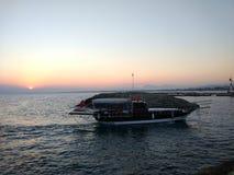 Puesta del sol en playa del lado de Antalya Manavgat Foto de archivo