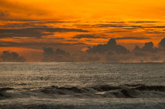 Puesta del sol en playa dominical Fotos de archivo